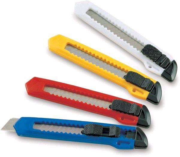 Řezák malý Odlamovací nože s plastovým tělem v několika barvách -možnost výměny nožů -uzavírací pojistka -protiskluzový povrch