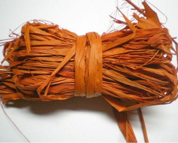 Motouz lýkový oranžový 25gr Nezbytný doplněk k jakékoli dekoraci. Svazek lýka o 25g