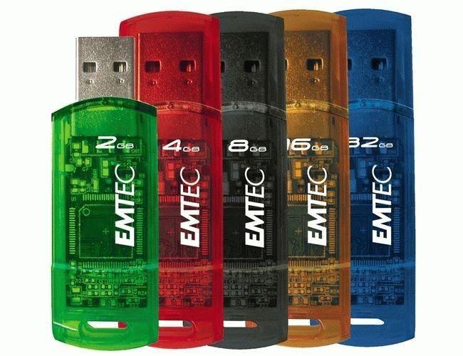 Flash USB 32GB Jednoduchý USB flash disk od společnosti EMTEC pro všechny nenáročné uživatele. -kapacita disku