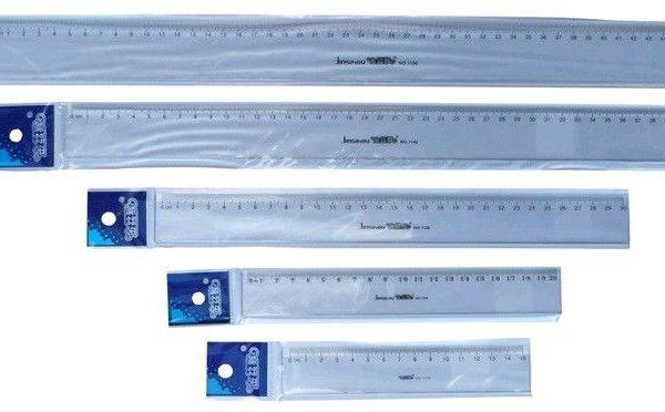 Pravítko 20 cm Pravítko -transparentní -plastové