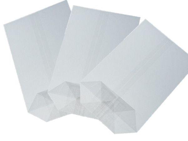 Sáček celofán 10x17 X dno/100ks Kvalitní celofánové sáčky. -křížové dno - jsou vyrobené z transparentní fólie -dno je lepené vyztužené -fólie je zdravotně nezávadná -určená pro přímý styk s potravinami -i pro dárkové balení rozměr: 10x17 balení obsahuje: 100ks