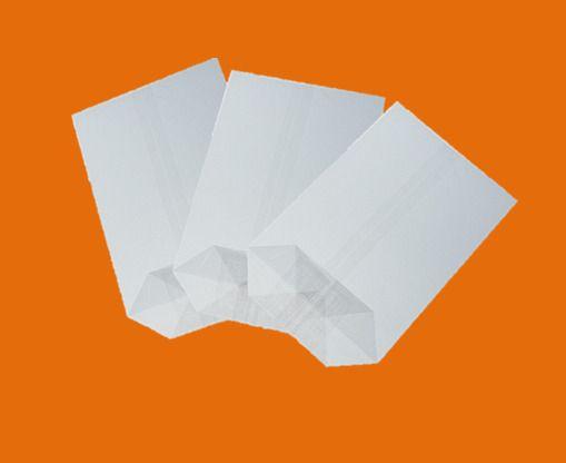 Sáček celofán 14x21 X dno/100ks Kvalitní celofánové sáčky. -křížové dno - jsou vyrobené z transparentní fólie -dno je lepené vyztužené -fólie je zdravotně nezávadná -určená pro přímý styk s potravinami -i pro dárkové balení rozměr: 14x21 balení obsahuje: 100ks