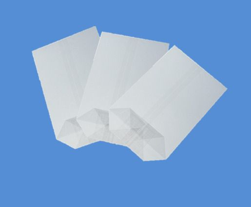 Sáček celofán 17x22 X dno/100ks Kvalitní celofánové sáčky. -křížové dno - jsou vyrobené z transparentní fólie -dno je lepené vyztužené -fólie je zdravotně nezávadná -určená pro přímý styk s potravinami -i pro dárkové balení rozměr: 17x24 balení obsahuje: 100ks