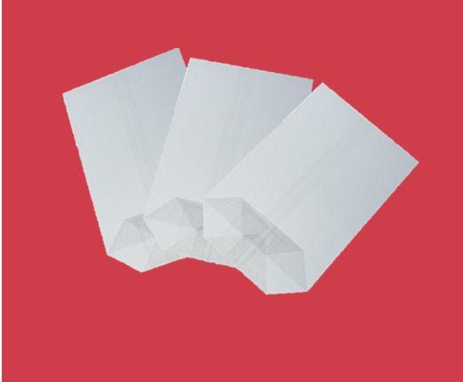 Sáček celofán 17x27 X dno/100ks Kvalitní celofánové sáčky. -křížové dno - jsou vyrobené z transparentní fólie -dno je lepené vyztužené -fólie je zdravotně nezávadná -určená pro přímý styk s potravinami -i pro dárkové balení rozměr: 17x27 balení obsahuje: 100ks