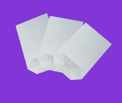 Sáček celofán 20x36 X dno/100ks Kvalitní celofánové sáčky. -křížové dno - jsou vyrobené z transparentní fólie -dno je lepené vyztužené -fólie je zdravotně nezávadná -určená pro přímý styk s potravinami -i pro dárkové balení rozměr: 20x36 balení obsahuje: 100ks
