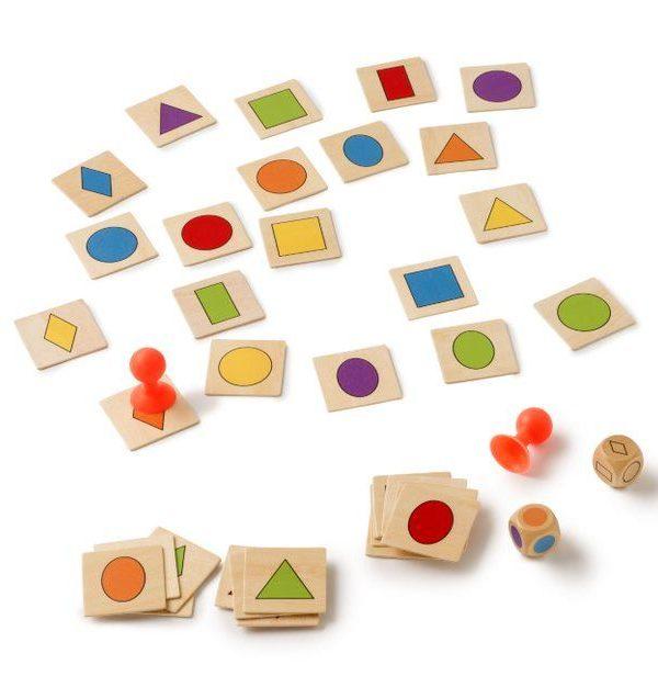 Hra Přiřaď tvar a barvu - přísavky Kombinujte barvu a tvar a co nejrychleji uchopte správnou kartu s přísavkou. Hra vyvíjí přesnost a rychlost. Obsah: 36 kartiček s barevnými tvary 2 kostky 2 gumových tyčinek (přísavky) Vhodné pro děti od: 3 let
